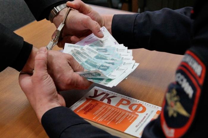 В Первоуральске за взятку осужден бывший сотрудник полиции