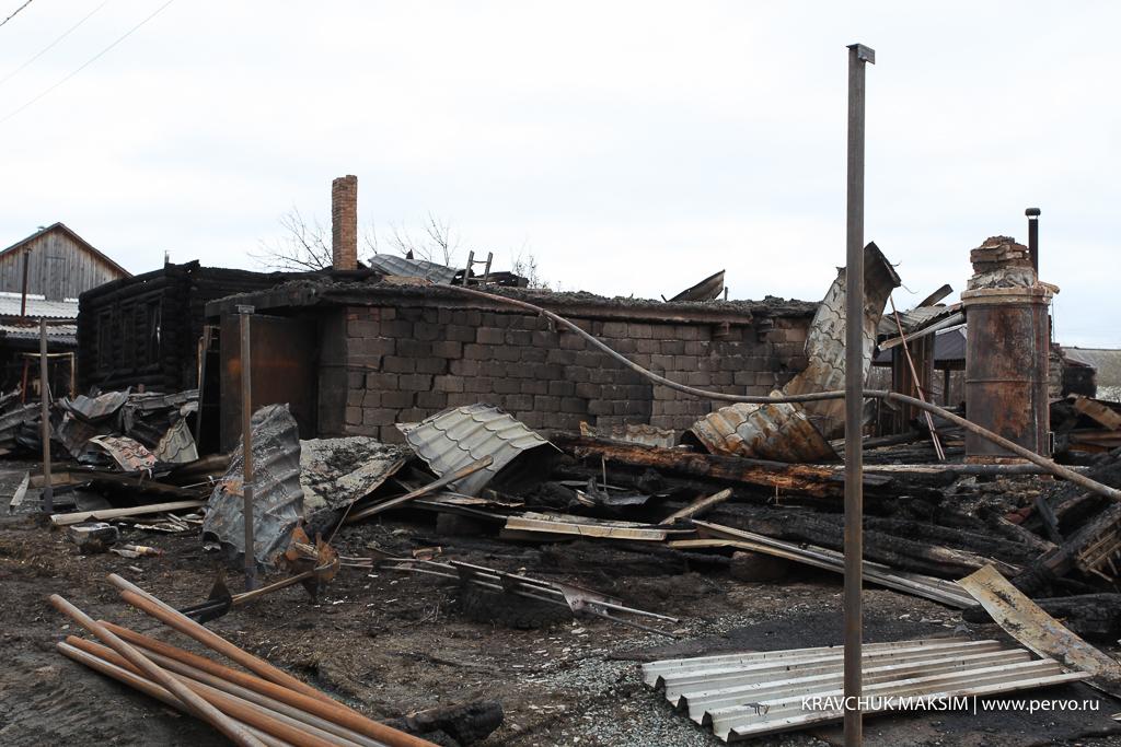 От пожара в Талице пострадали три семьи – помогают всем миром