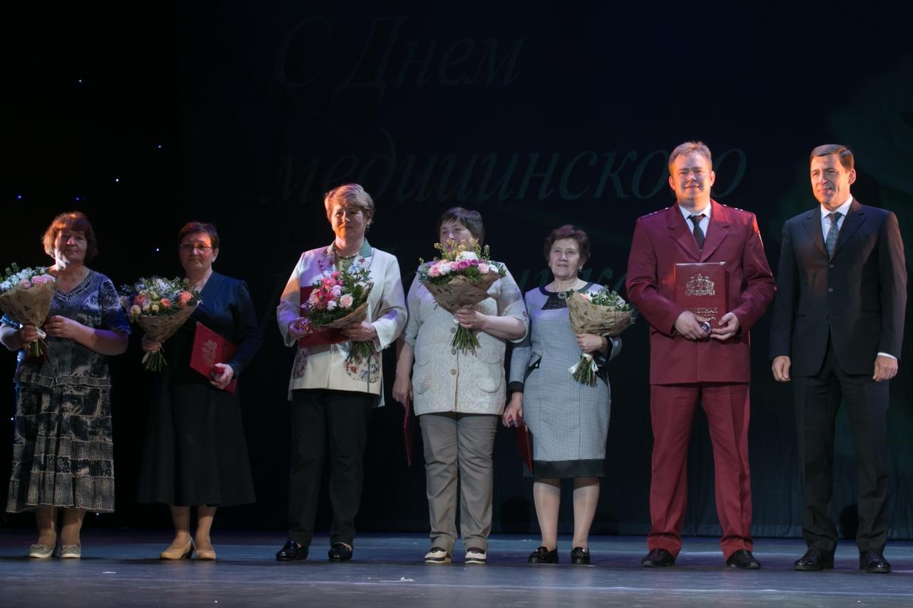 Евгений Куйвашев наградил лучших представителей здравоохранения Первоуральска