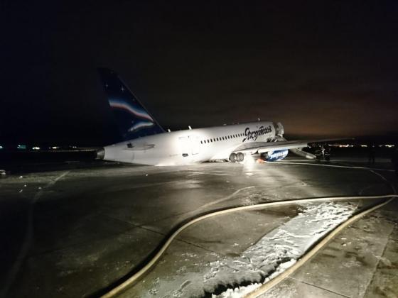 Появилось видео с попавшим в ЧП самолетом SSJ-100 в Якутске