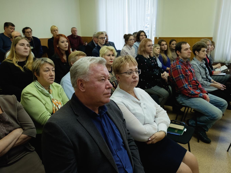 Депутаты приняли участие в обсуждении благоустройства площади Победы