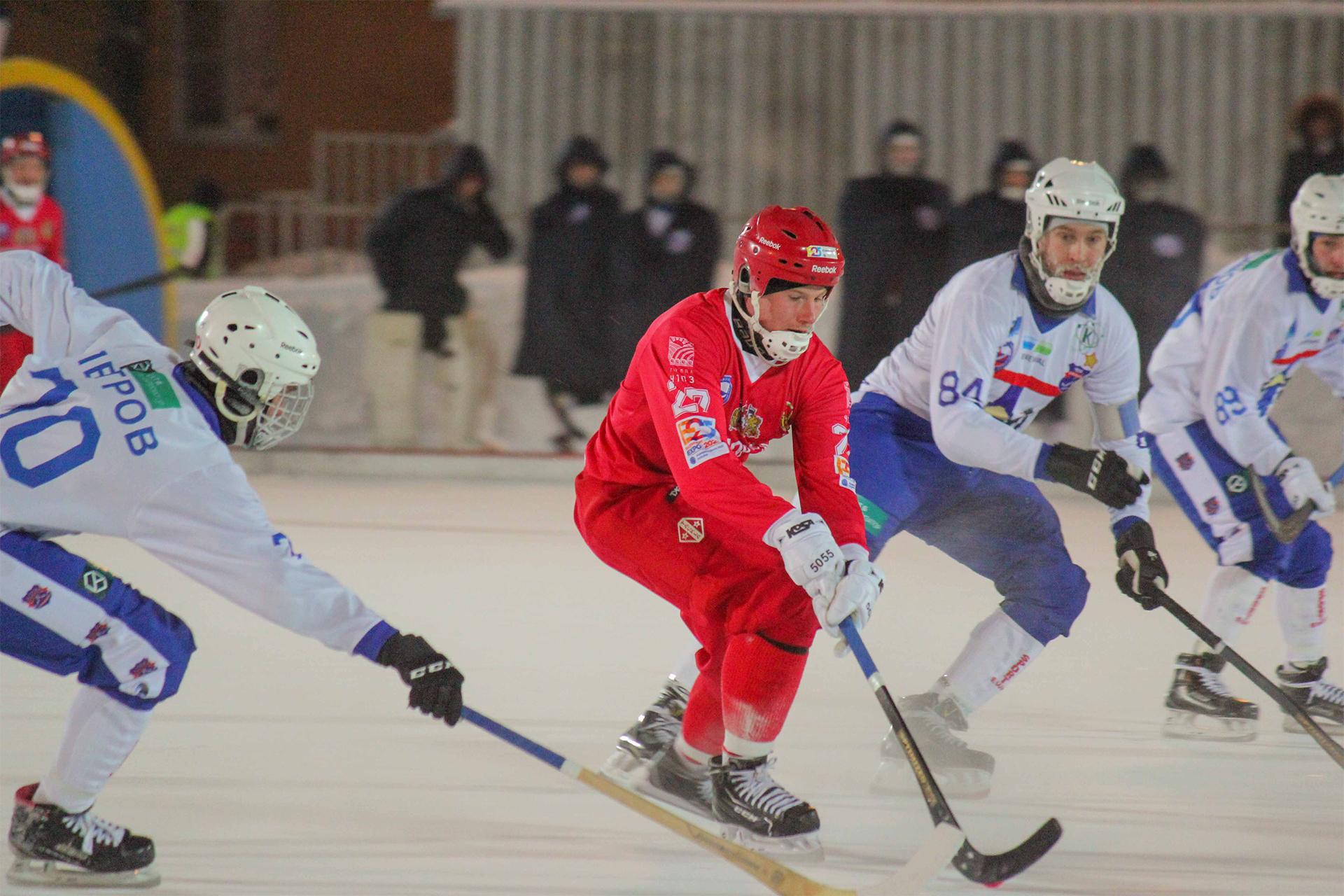 «Уральский трубник» выиграл на своём льду у «Сибсельмаша»
