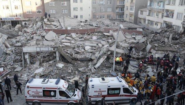 Обрушение шестиэтажного здания в Стамбуле попало на видео