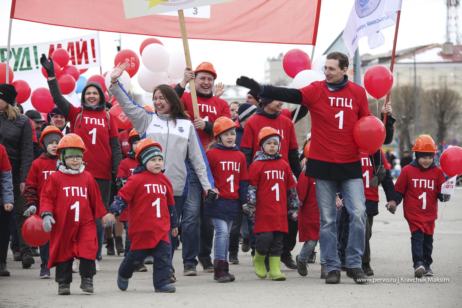 На Первомайскую демонстрацию в Первоуральске вышли 10 тысяч человек