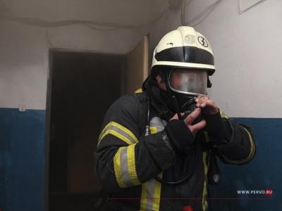 Ранним утром в Первоуральске горела квартира