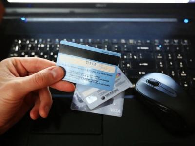 У жительницы Первоуральска с банковской карты украли миллион рублей