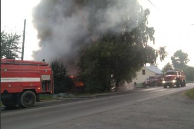 В Первоуральске сгорел дом, где располагалась закусочная
