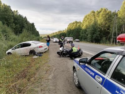 В Первоуральске водитель Peugeot сбил мотоциклиста на Harley-Davidson