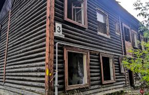 Жителям Среднеуральска придется зимовать в аварийных домах