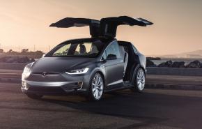 Маск пообещал беспилотную Tesla за два млн рублей