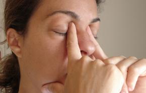 Темные круги под глазами от недосыпа стали новым трендом в TikTok