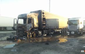 В Екатеринбурге взорвалась фура, водитель пострадал