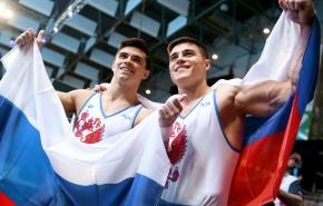 Российские гимнасты завоевали золото на Олимпиаде в командном многоборье впервые за 25 лет