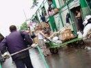 Торговцы вывозят товар с рынка в Лужниках из-за слухов о его закрытии