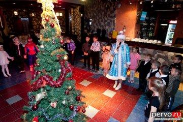 В Первоуральске стартовали благотворительные елки