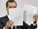 Медведев отказался слушать критику анонимных источников в Кремле