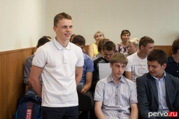 Глава Первоуральска поздравил победителей первенства России х/к «Уральский трубник»