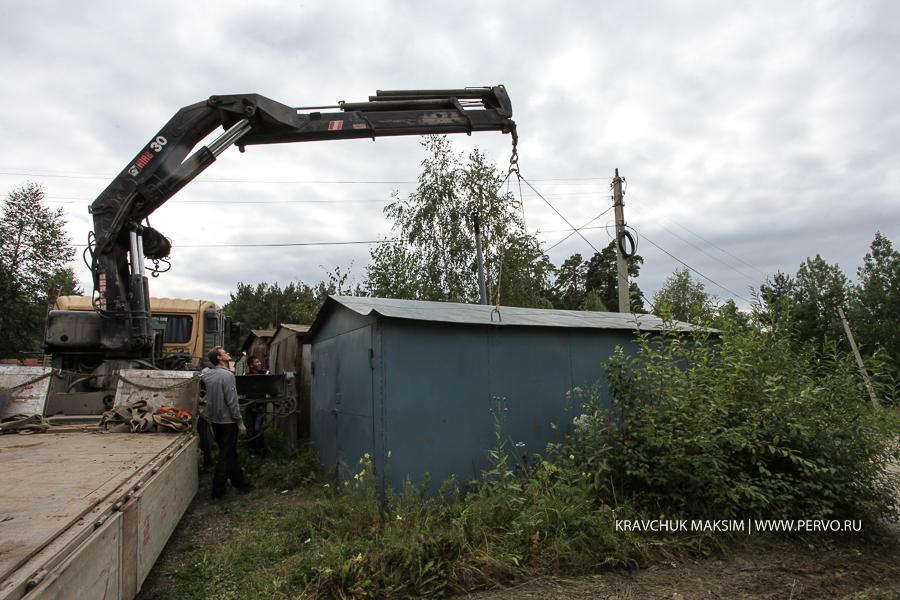 В Первоуральске начался демонтаж самовольно установленных гаражей