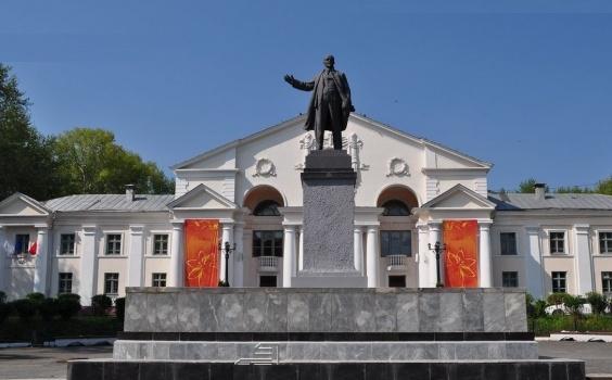 В Первоуральске задержан оторвавший голову у памятника Ленину мужчина