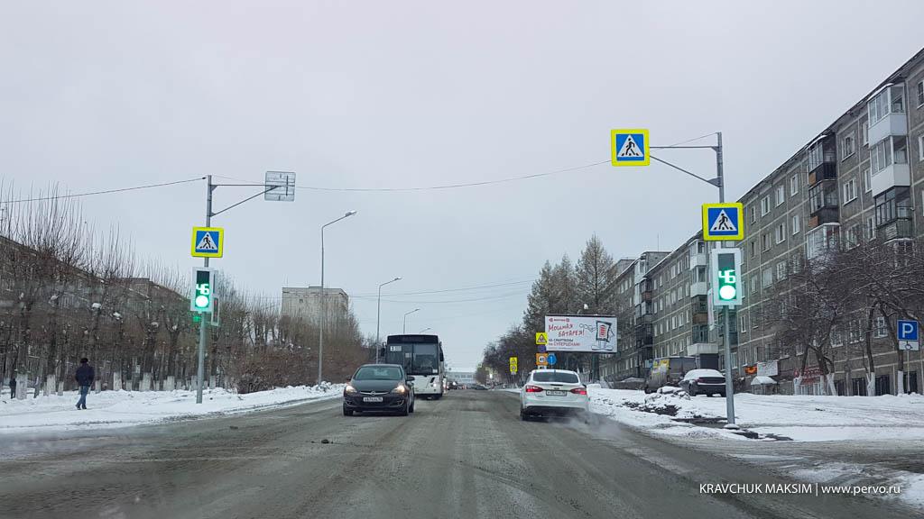 Светофор на проспекте Космонавтов - в сети