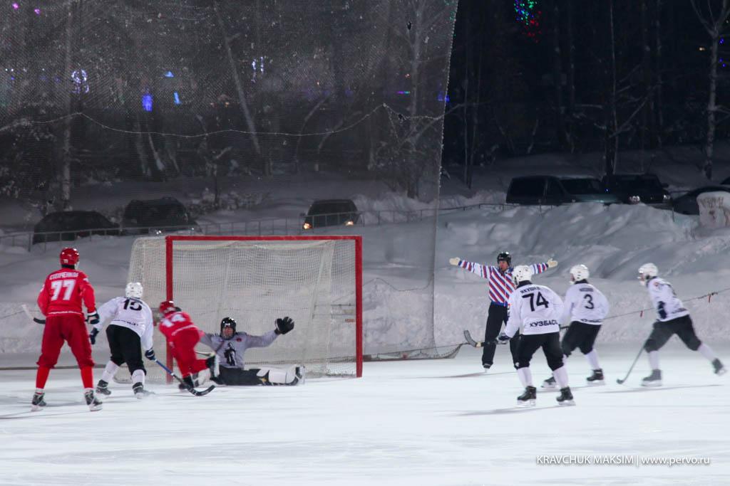 «Уральский трубник» проиграл на своем льду кемеровскому «Кузбассу»