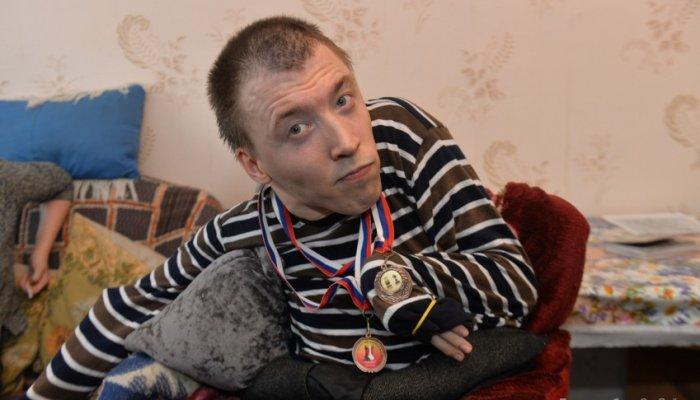 Парень из Первоуральска, который играет в шахматы языком, сумел сыграть вничью с чемпионом мира