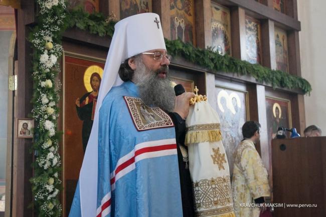 Митрополит Кирилл открыл благотворительную елку для первоуральских сирот, инвалидов и малоимущих