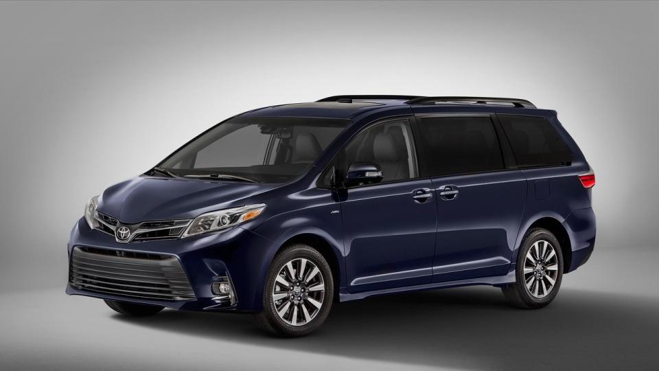 Toyota освежила минивэн Sienna