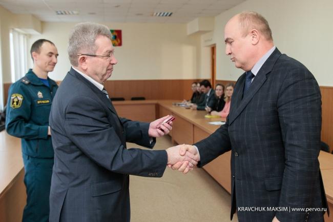 Глава Первоуральска награжден медалью «XXV лет  МЧС России»
