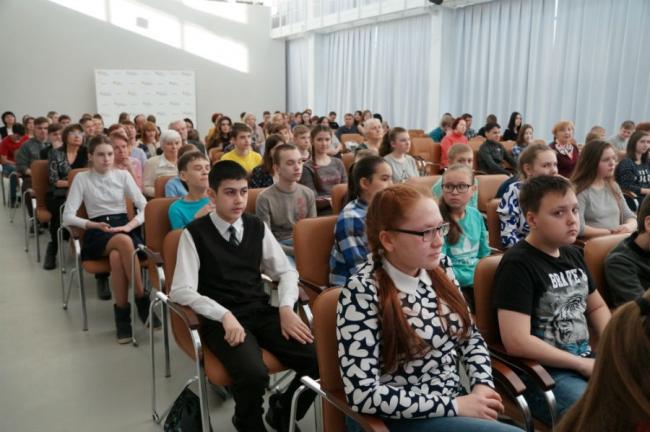 В Первоуральске устроили поэтический марафон «Послушайте!»