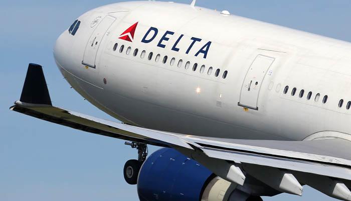 Снятый с рейса в США россиянин подаст в суд