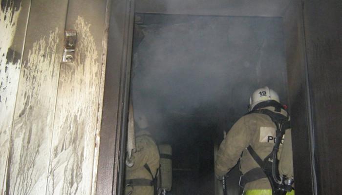 Ночью в Первоуральске из пятиэтажки спасатели эвакуировали 20 человек