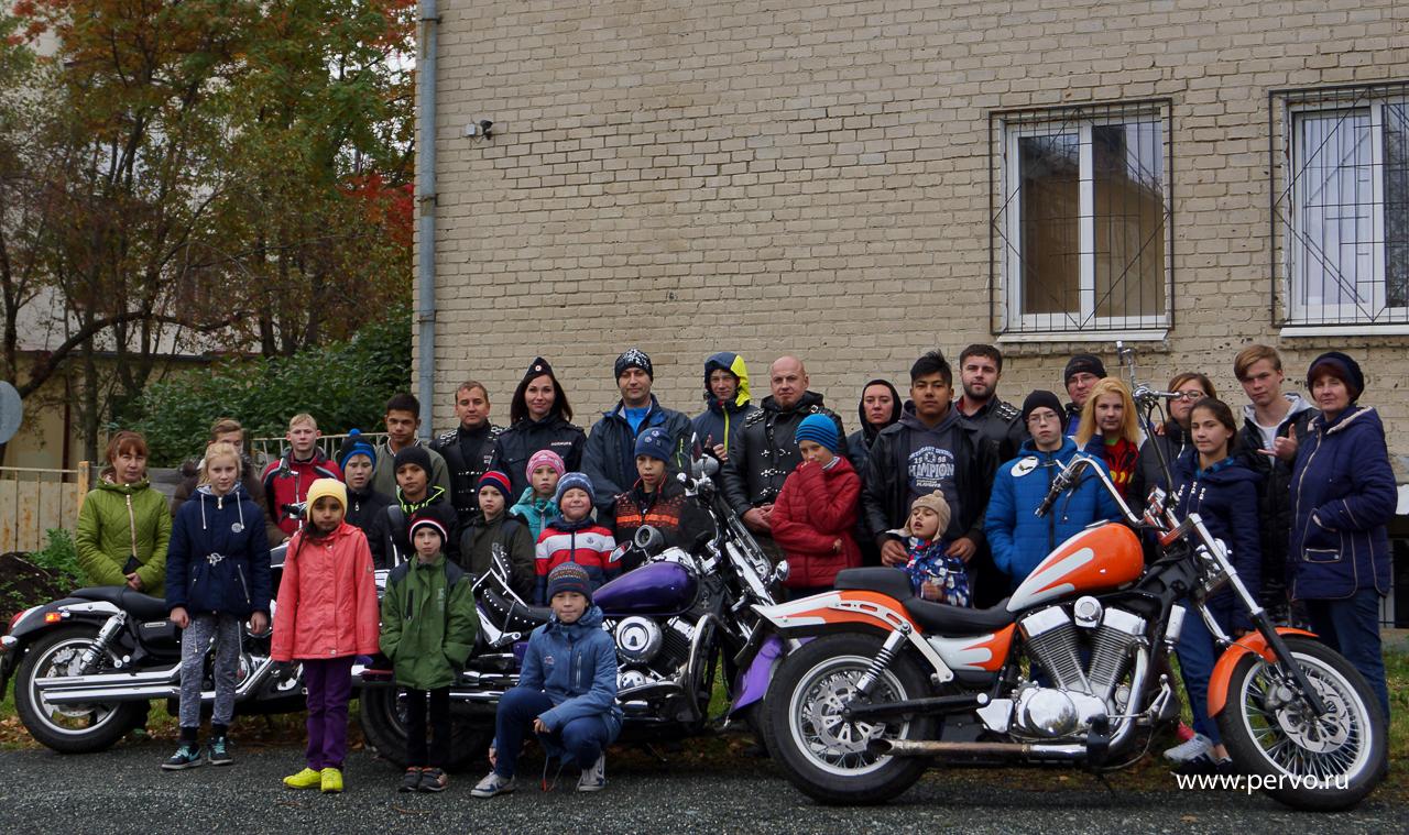 ГИБДД Первоуральска совместно с байкерами мотоклуба«Reckless» провели увлекательную мотопрогулку для воспитанников детского дома