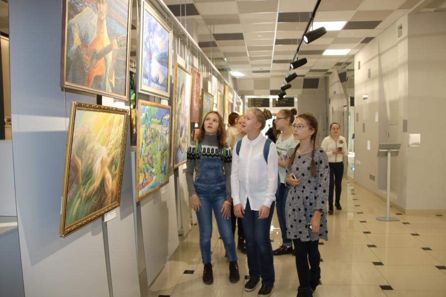 В ИКЦ состоялось официальное открытие выставки «Талантливый педагог – талантливый ученик»