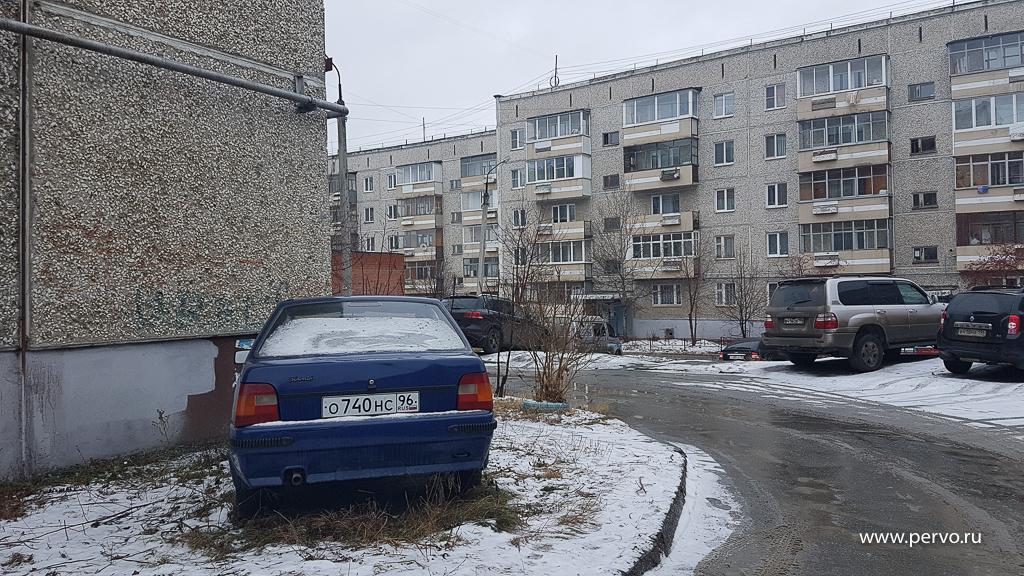 Запарковку на газоне в Первоуральске накажут штрафом до 500 000 рублей