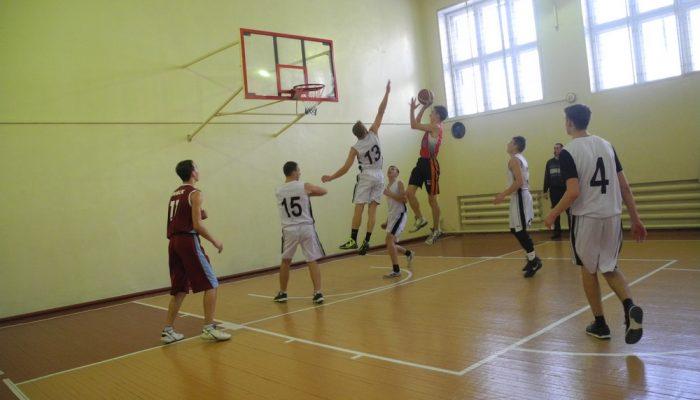 В Реже прошли игры регионального турнира по баскетболу