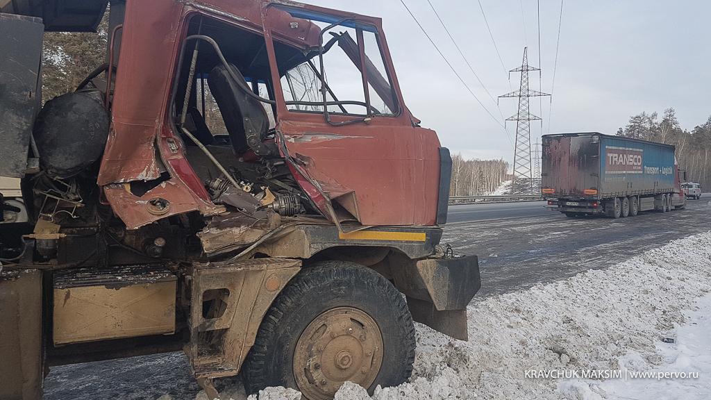Под Первоуральском загорелась кабина грузовика