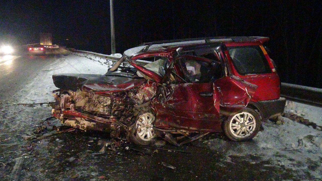 В ДТП на 308 километре автодороги Пермь – Екатеринбург погибла двадцатилетняя девушка