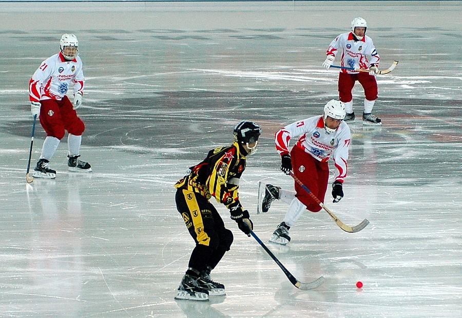 «СКА-Нефтяник» одержал победу у«Уральского трубника» вматче чемпионата Российской Федерации побенди